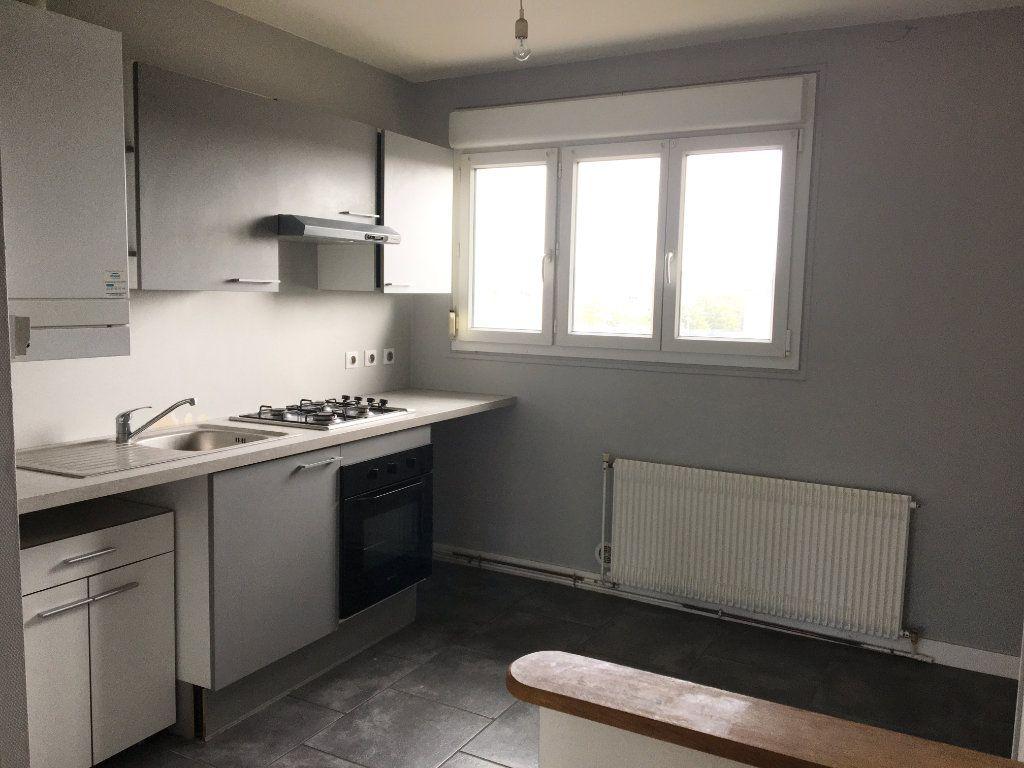 Appartement à louer 4 65m2 à Chaumont vignette-1