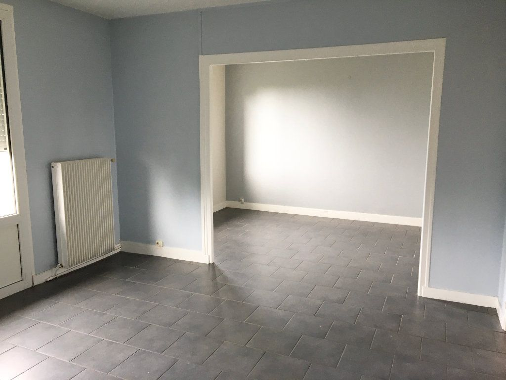 Appartement à louer 4 65m2 à Chaumont vignette-2