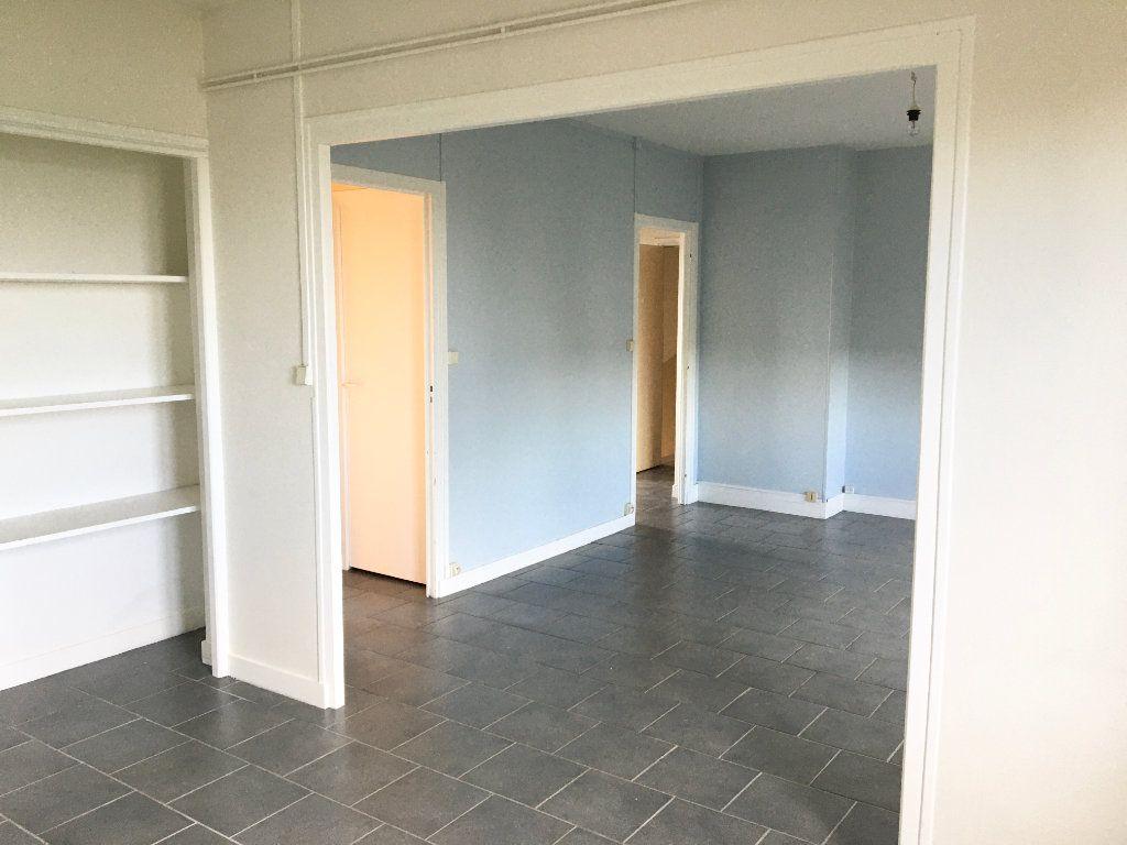 Appartement à louer 4 65m2 à Chaumont vignette-3