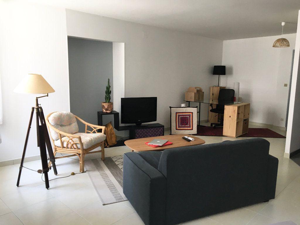 Appartement à louer 2 55m2 à Chaumont vignette-1
