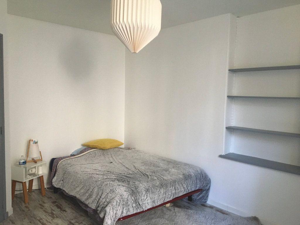 Appartement à louer 2 55m2 à Chaumont vignette-2