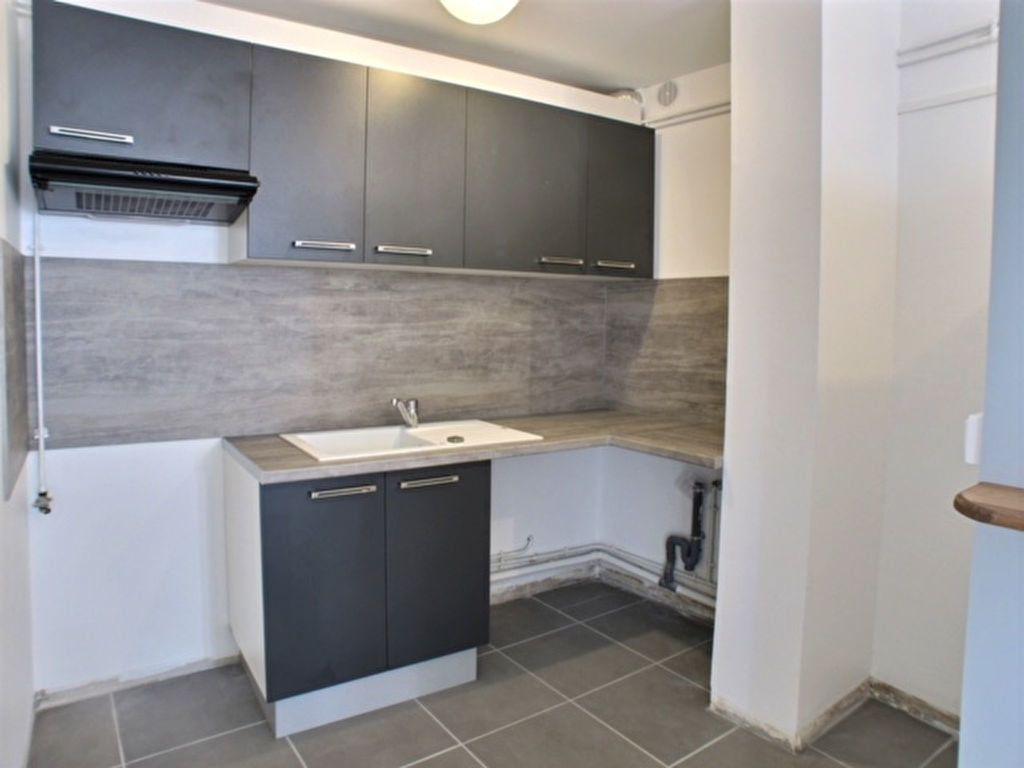 Appartement à louer 2 55m2 à Chaumont vignette-3