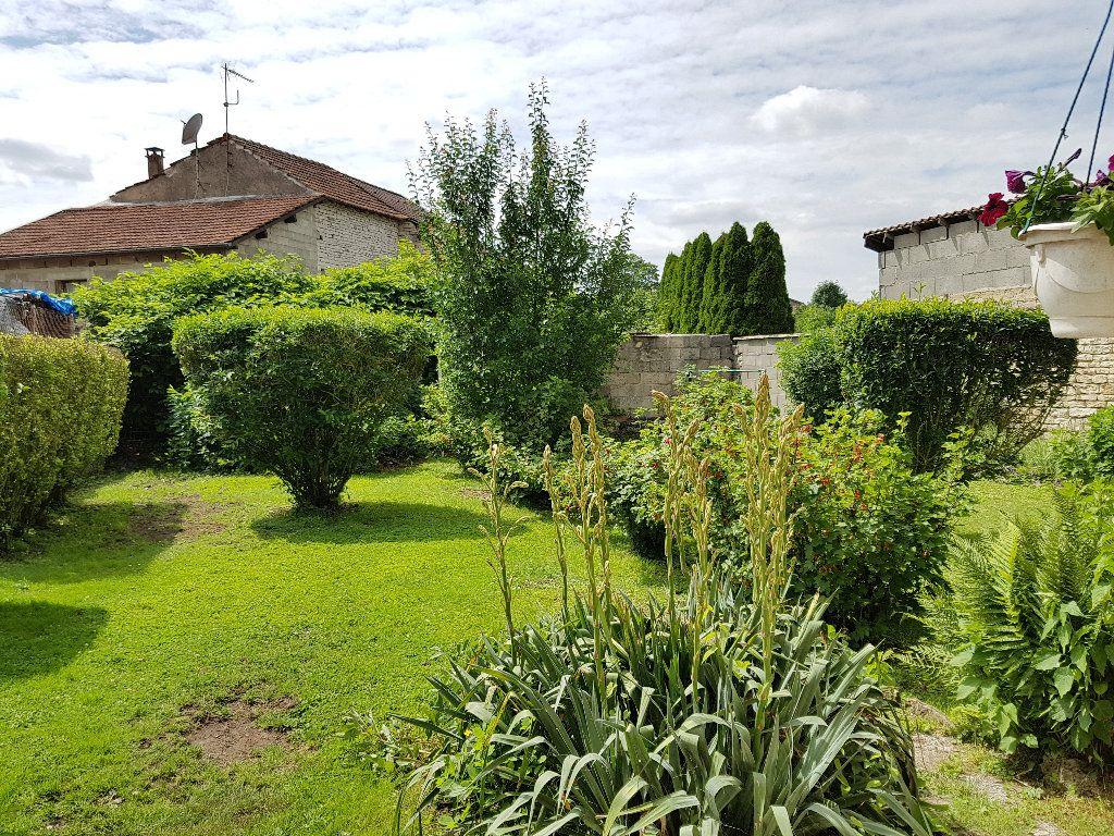 Maison à vendre 4 110m2 à Roches-Bettaincourt vignette-3