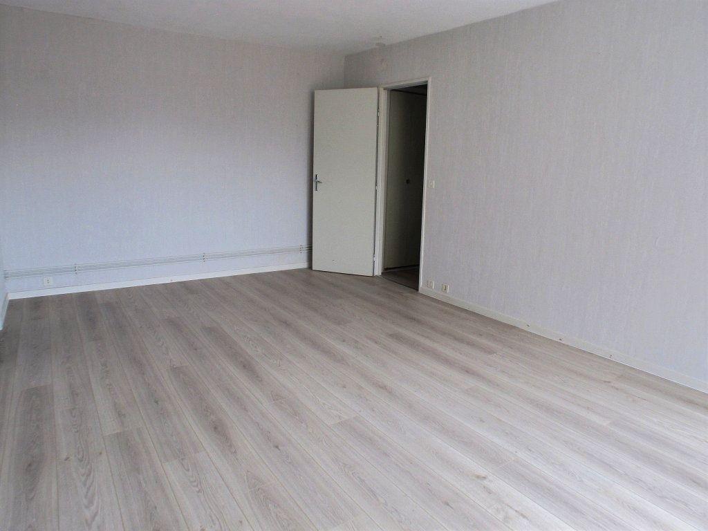 Appartement à louer 2 42.05m2 à Chaumont vignette-1
