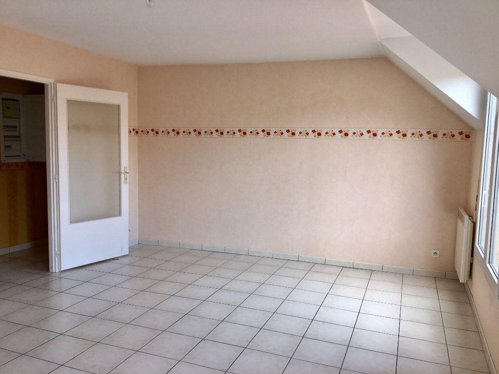 Appartement à louer 4 89m2 à Chaumont vignette-1