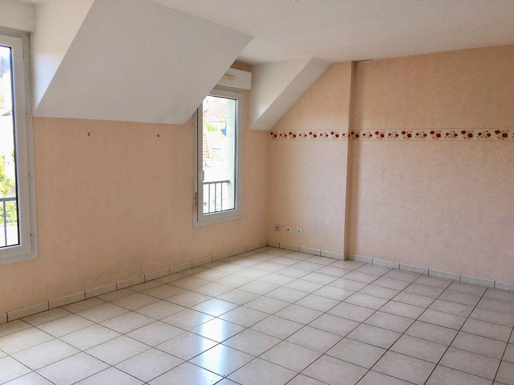 Appartement à louer 4 89m2 à Chaumont vignette-2