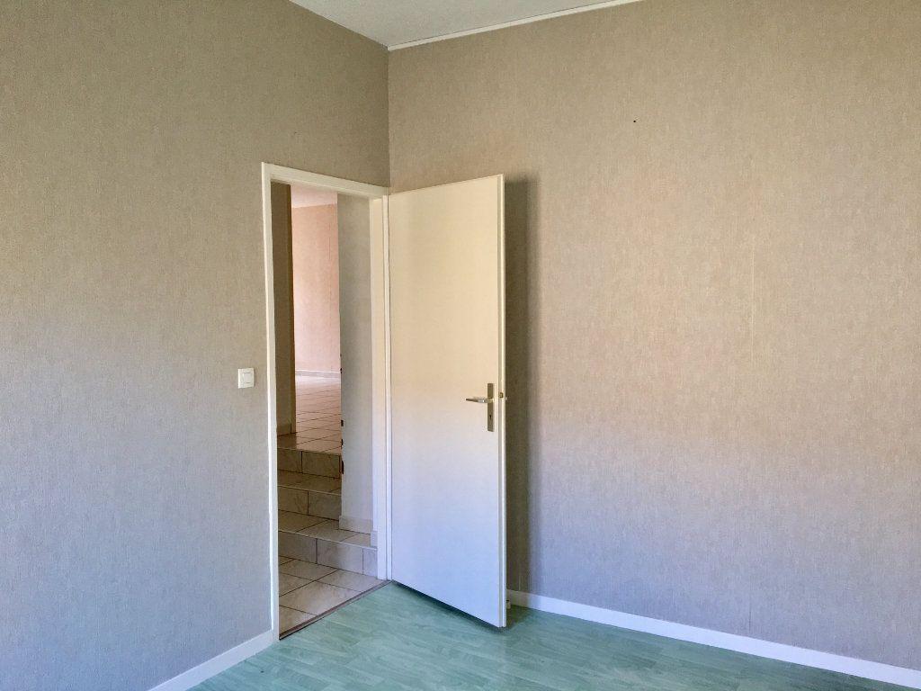 Appartement à louer 4 89m2 à Chaumont vignette-4