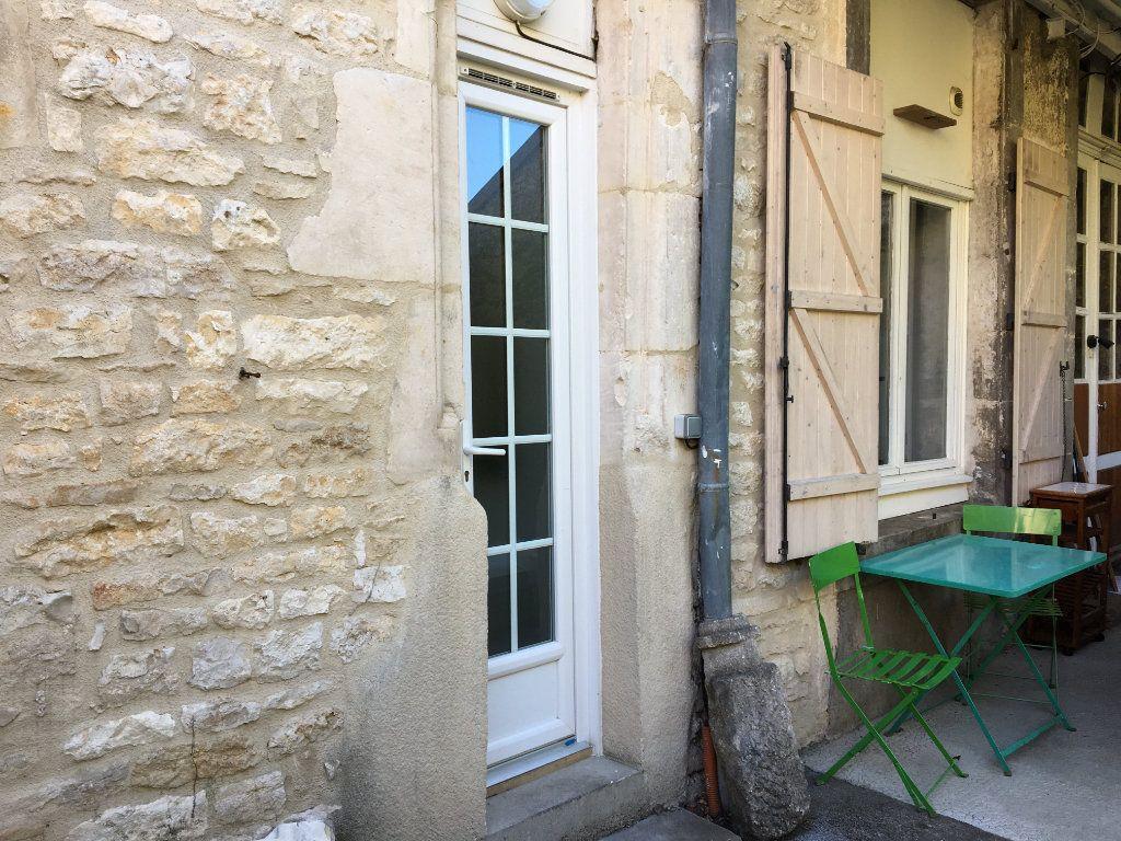 Appartement à louer 1 14m2 à Chaumont vignette-1