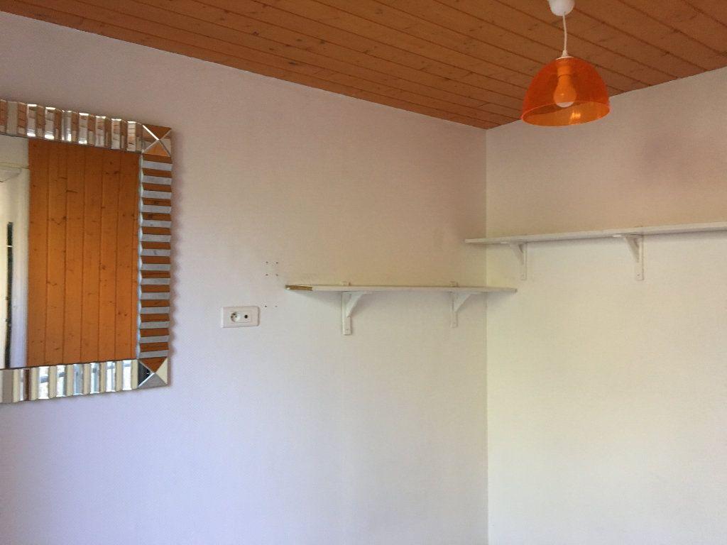 Appartement à louer 1 14m2 à Chaumont vignette-3