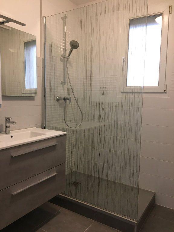 Appartement à louer 4 72.59m2 à Chaumont vignette-4