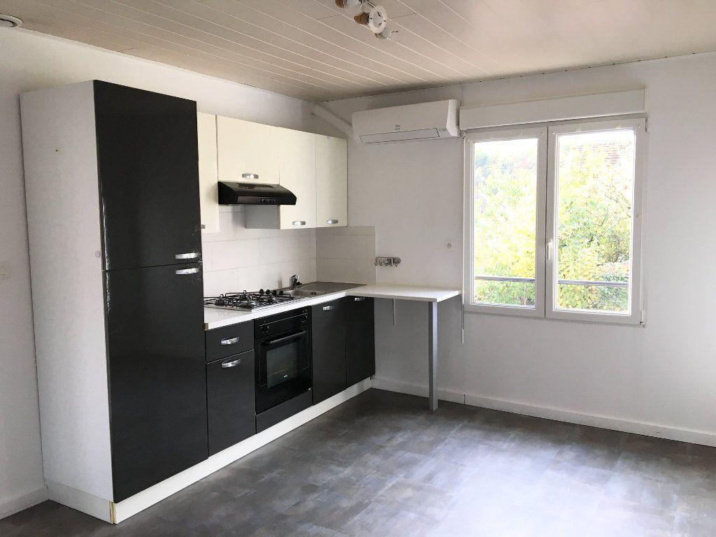 Appartement à louer 3 52m2 à Chaumont vignette-1