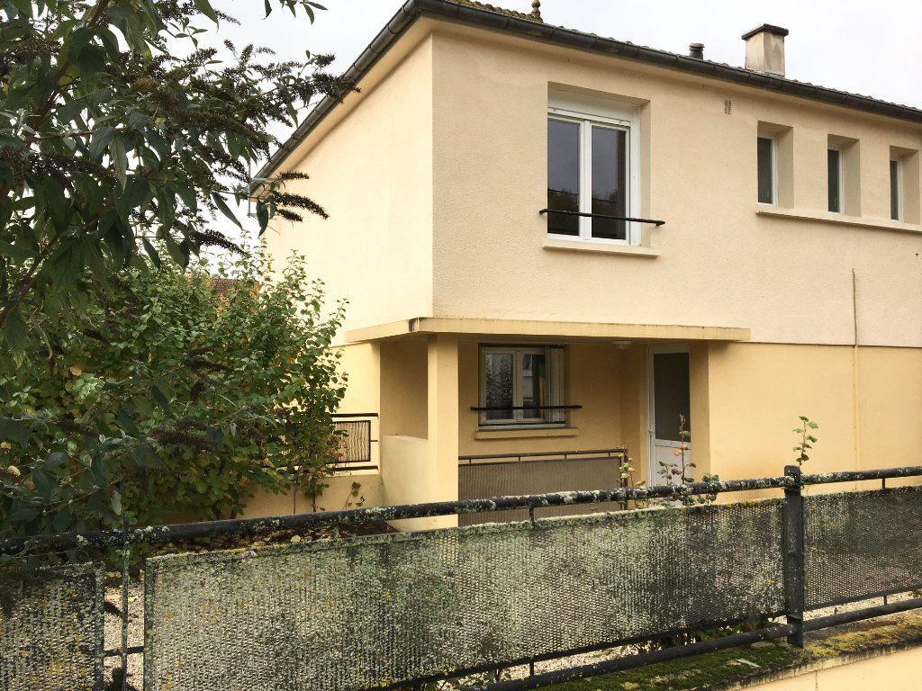Appartement à louer 3 52m2 à Chaumont vignette-2