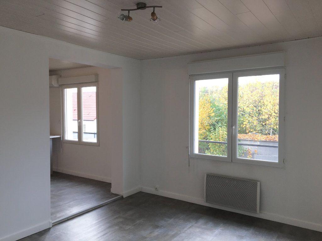 Appartement à louer 3 52m2 à Chaumont vignette-3