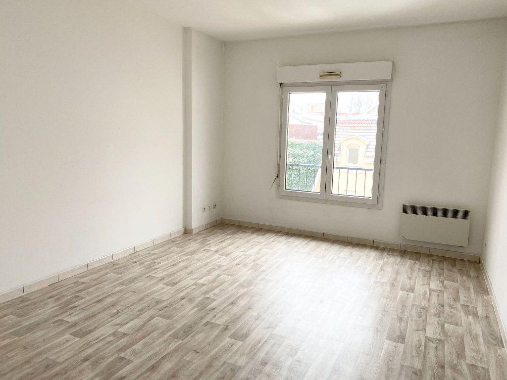 Appartement à louer 3 76m2 à Chaumont vignette-1