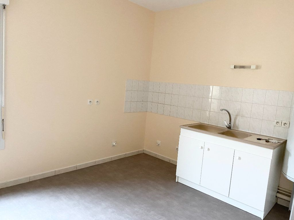 Appartement à louer 3 76m2 à Chaumont vignette-2