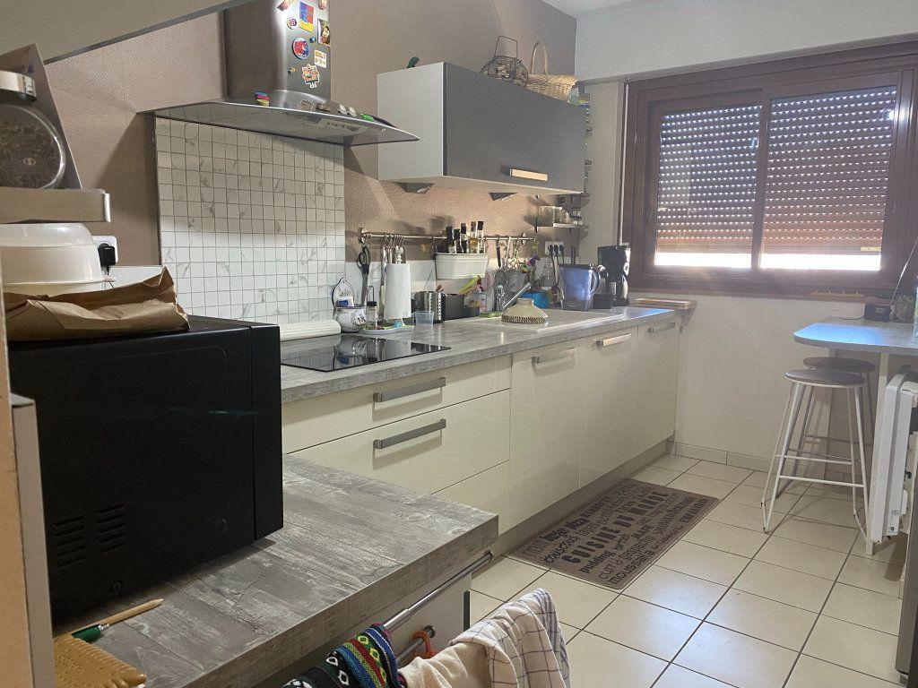 Appartement à louer 4 98m2 à Chamarandes-Choignes vignette-3