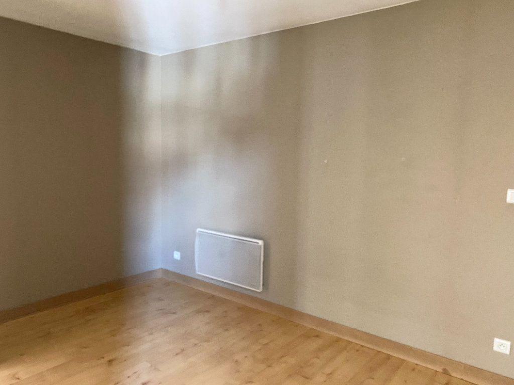 Appartement à louer 2 45m2 à Chaumont vignette-3