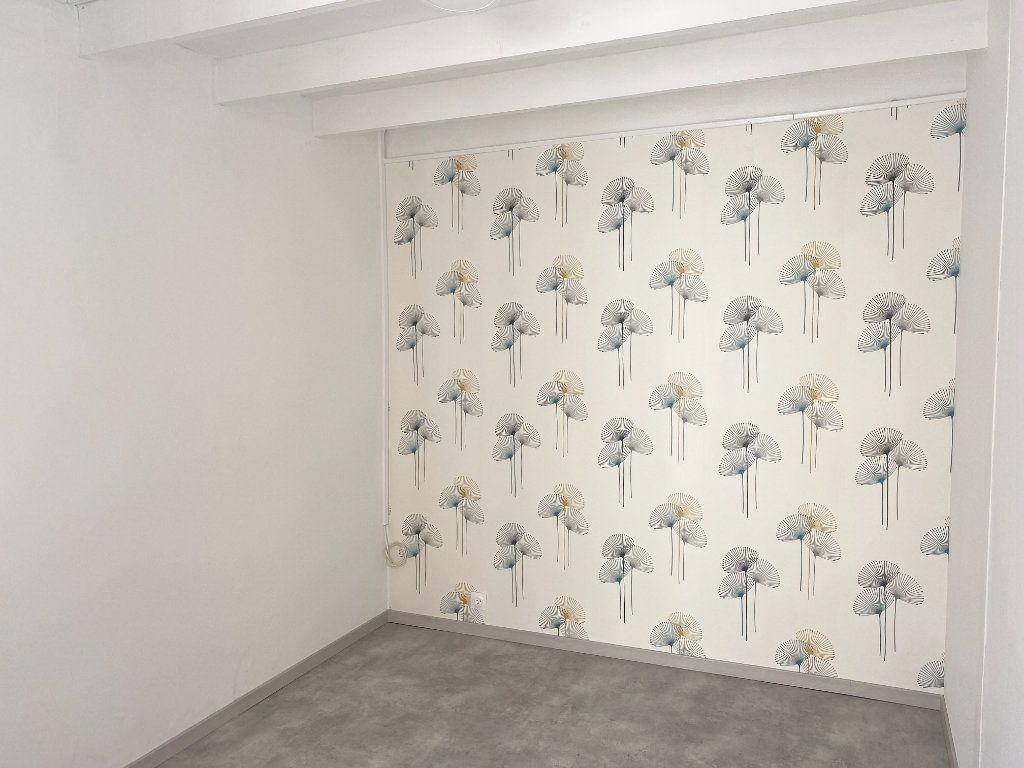 Appartement à louer 1 18m2 à Chaumont vignette-1