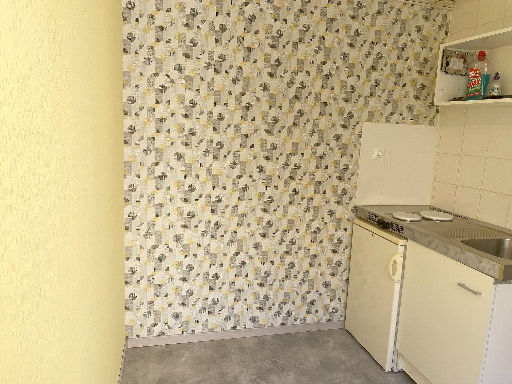 Appartement à louer 1 18m2 à Chaumont vignette-2