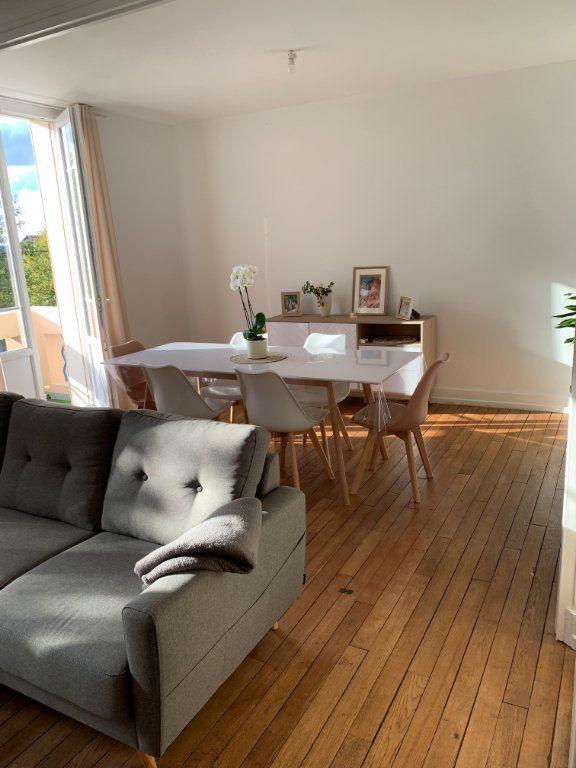 Appartement à louer 4 106m2 à Chaumont vignette-1