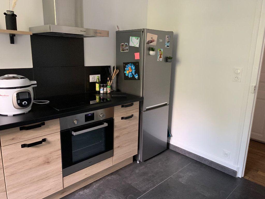 Appartement à louer 4 106m2 à Chaumont vignette-2
