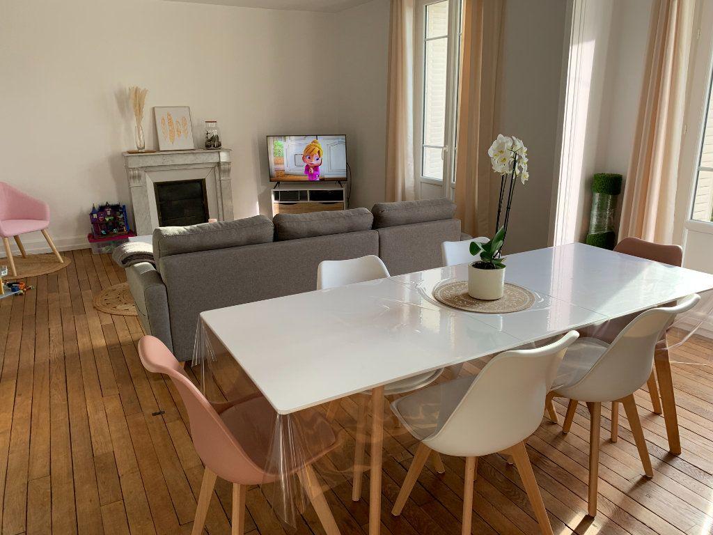 Appartement à louer 4 106m2 à Chaumont vignette-3