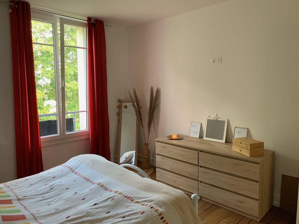 Appartement à louer 4 106m2 à Chaumont vignette-4