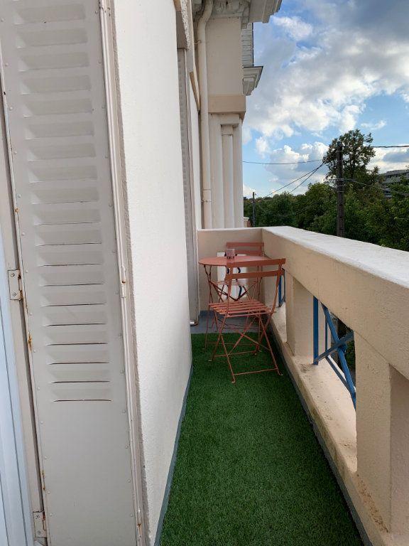 Appartement à louer 4 106m2 à Chaumont vignette-5