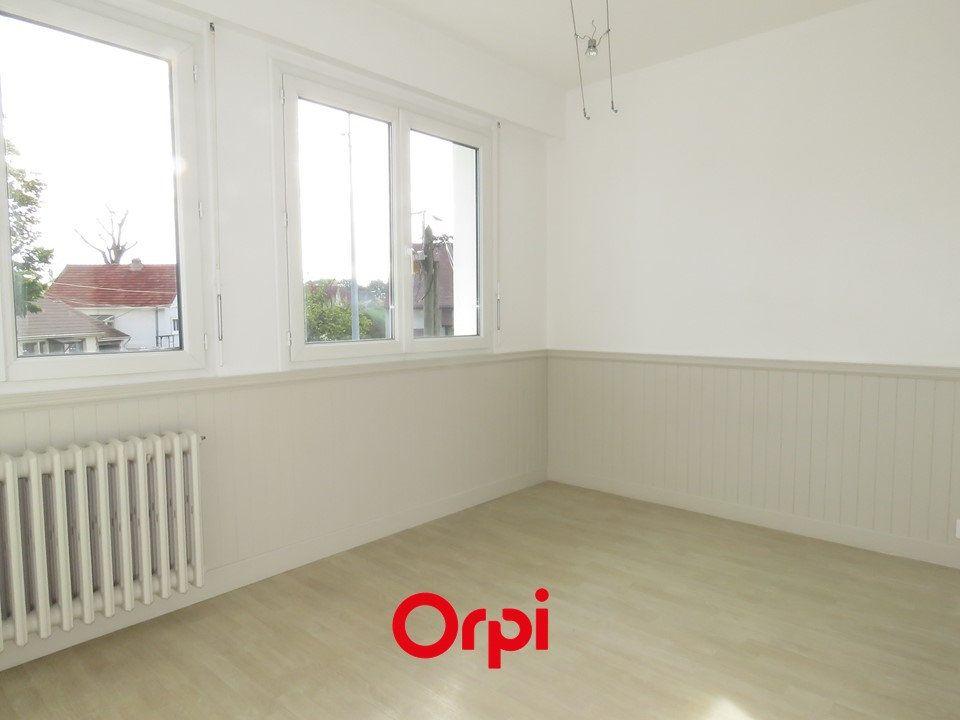 Appartement à louer 2 51.52m2 à Sainte-Geneviève-des-Bois vignette-3