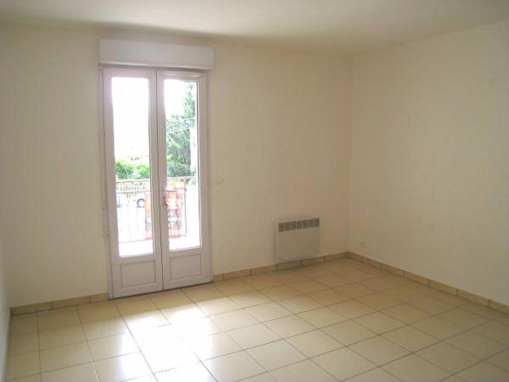 Appartement à louer 2 33m2 à Savigny-sur-Orge vignette-1