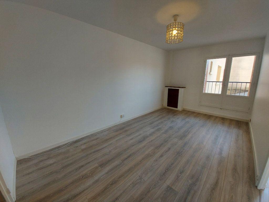 Appartement à louer 3 49.3m2 à Savigny-sur-Orge vignette-1