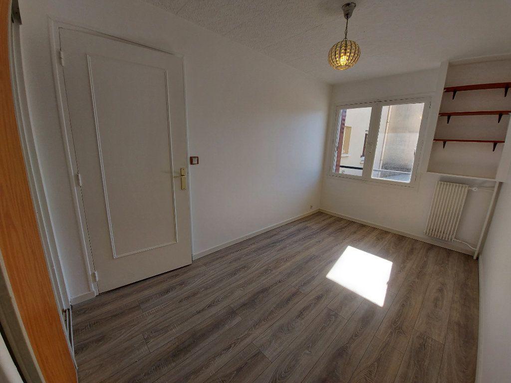 Appartement à louer 3 49.3m2 à Savigny-sur-Orge vignette-2