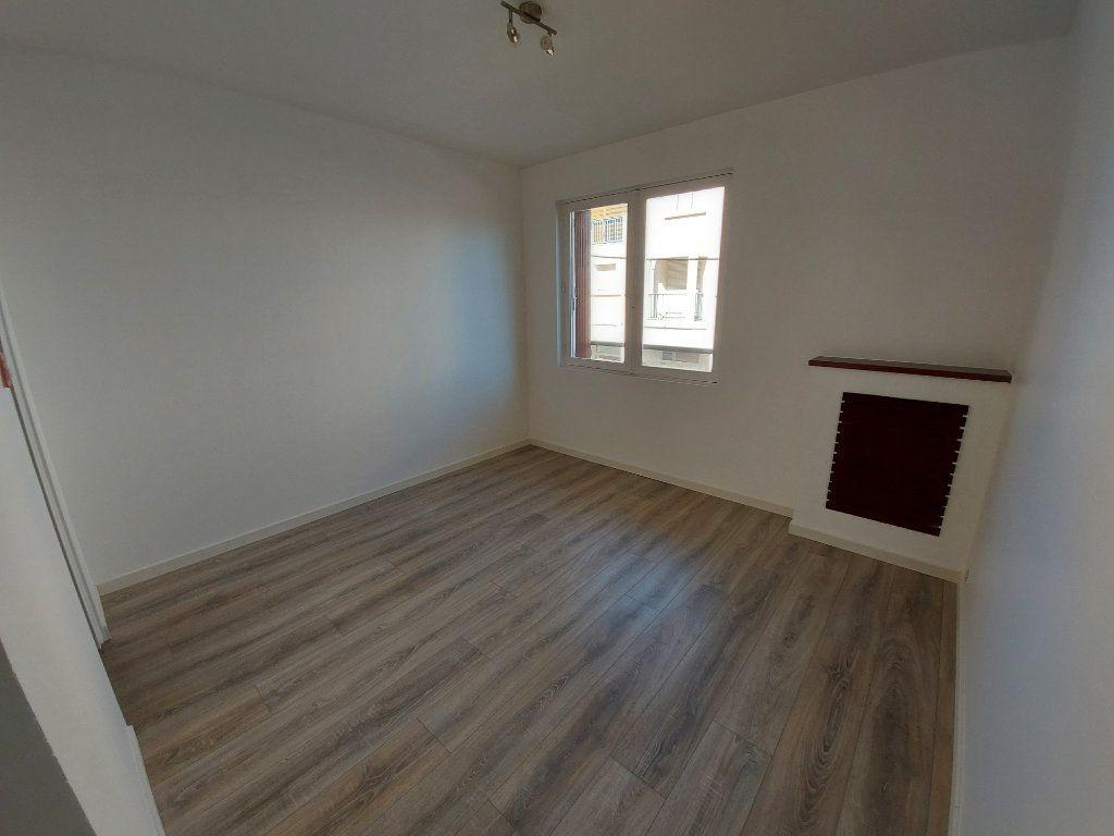 Appartement à louer 3 49.3m2 à Savigny-sur-Orge vignette-3