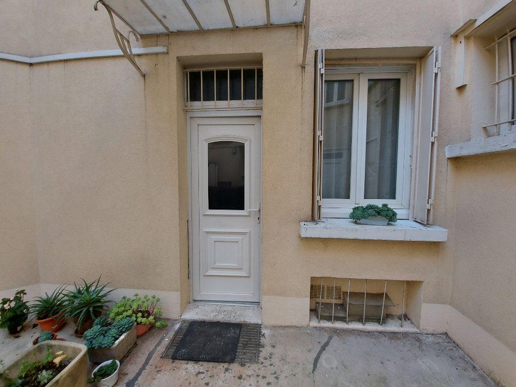 Appartement à louer 1 19m2 à Savigny-sur-Orge vignette-1