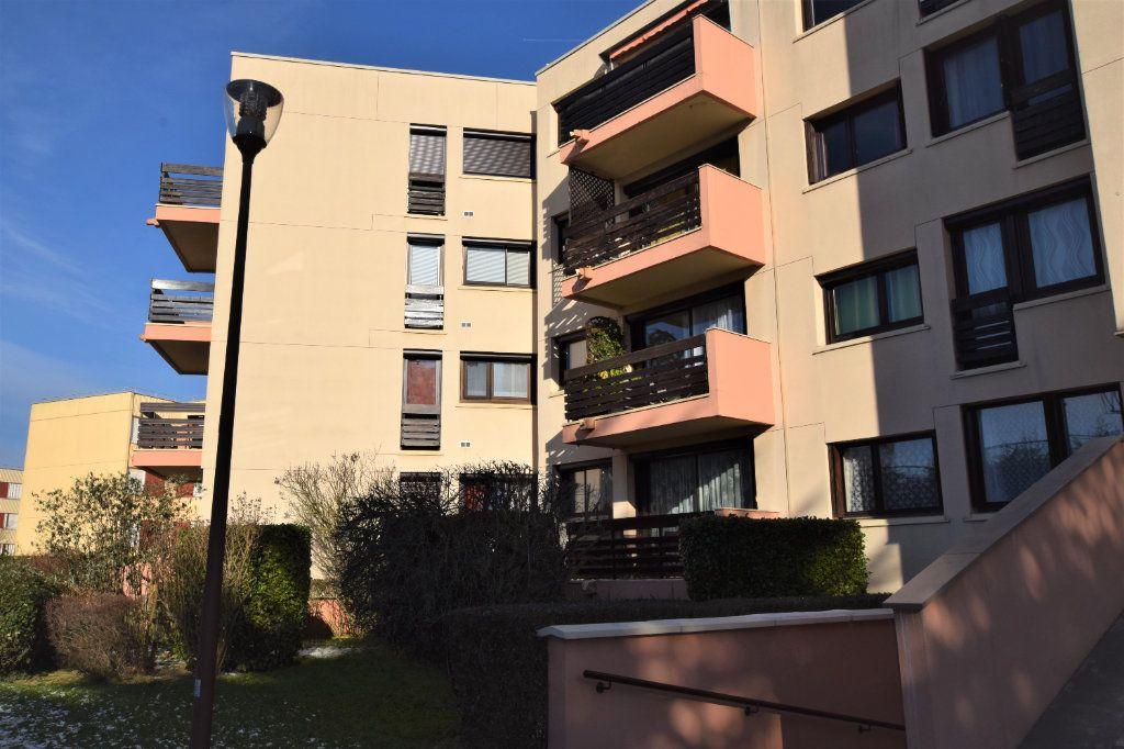 Appartement à vendre 3 70.61m2 à Saint-Michel-sur-Orge vignette-1