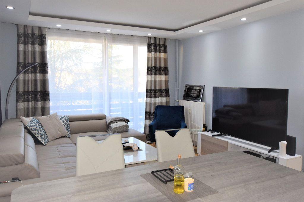 Appartement à vendre 3 70.61m2 à Saint-Michel-sur-Orge vignette-3