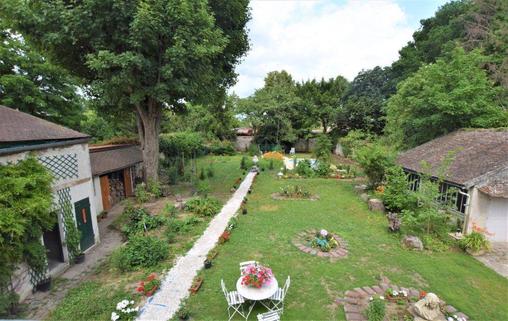 Maison à vendre 8 158.17m2 à Chilly-Mazarin vignette-1
