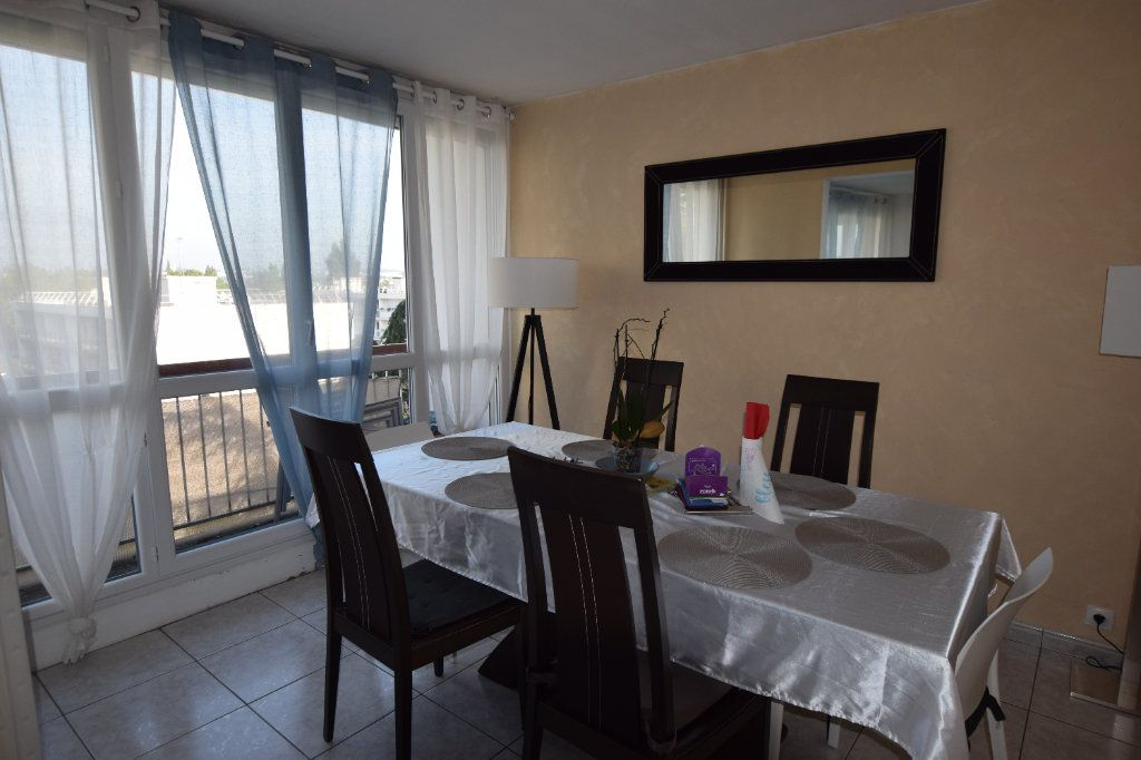Appartement à louer 4 77.71m2 à Chilly-Mazarin vignette-1