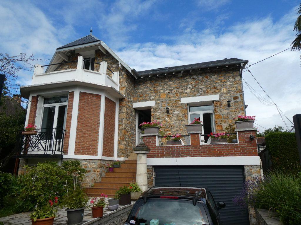 Maison à vendre 6 126m2 à Ballainvilliers vignette-1