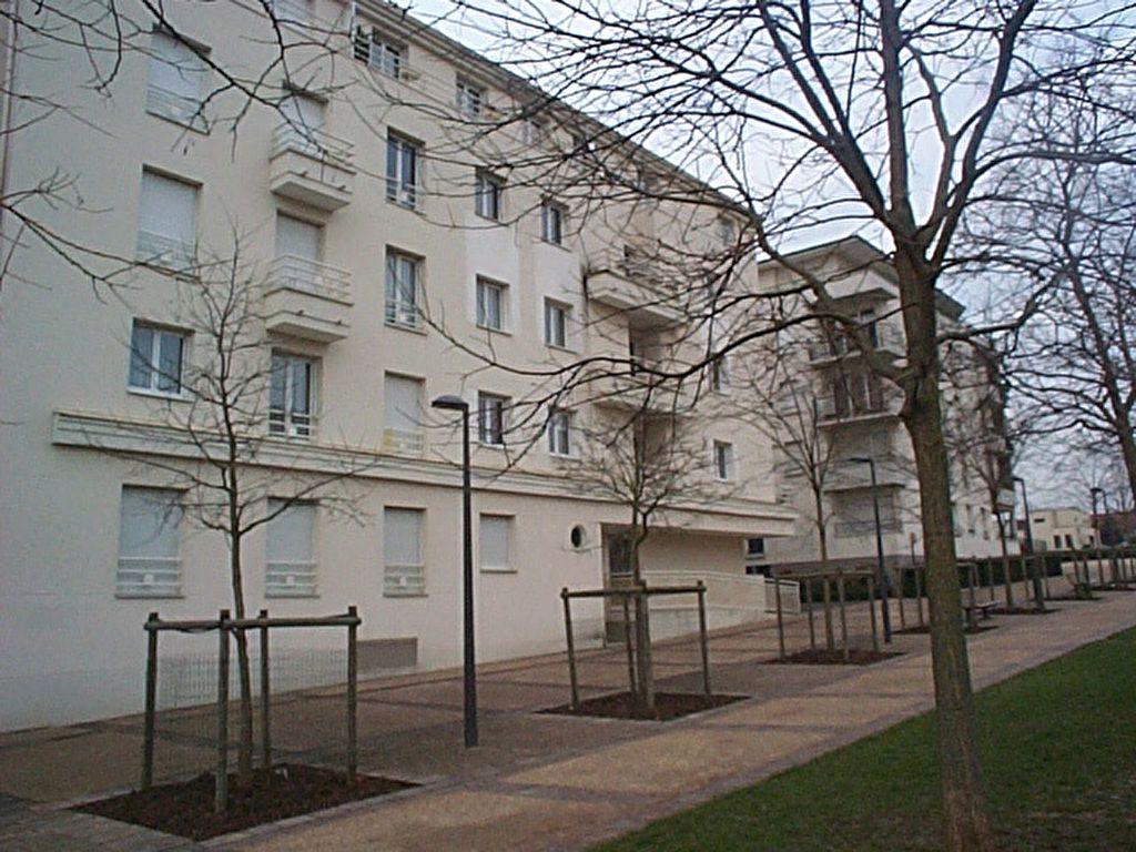 Appartement à louer 2 43.48m2 à Massy vignette-2