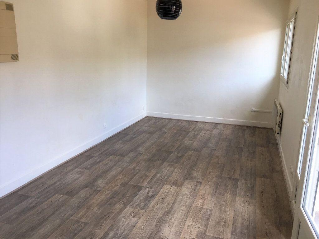 Appartement à louer 1 21.8m2 à Massy vignette-1