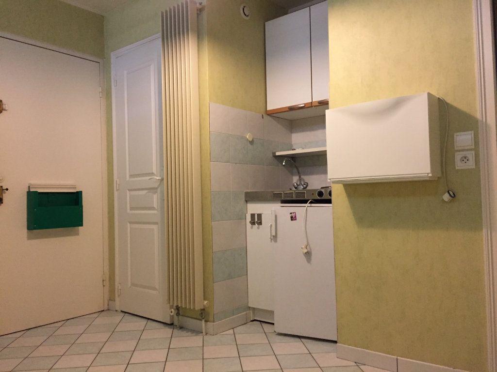 Appartement à louer 1 10.92m2 à Massy vignette-3