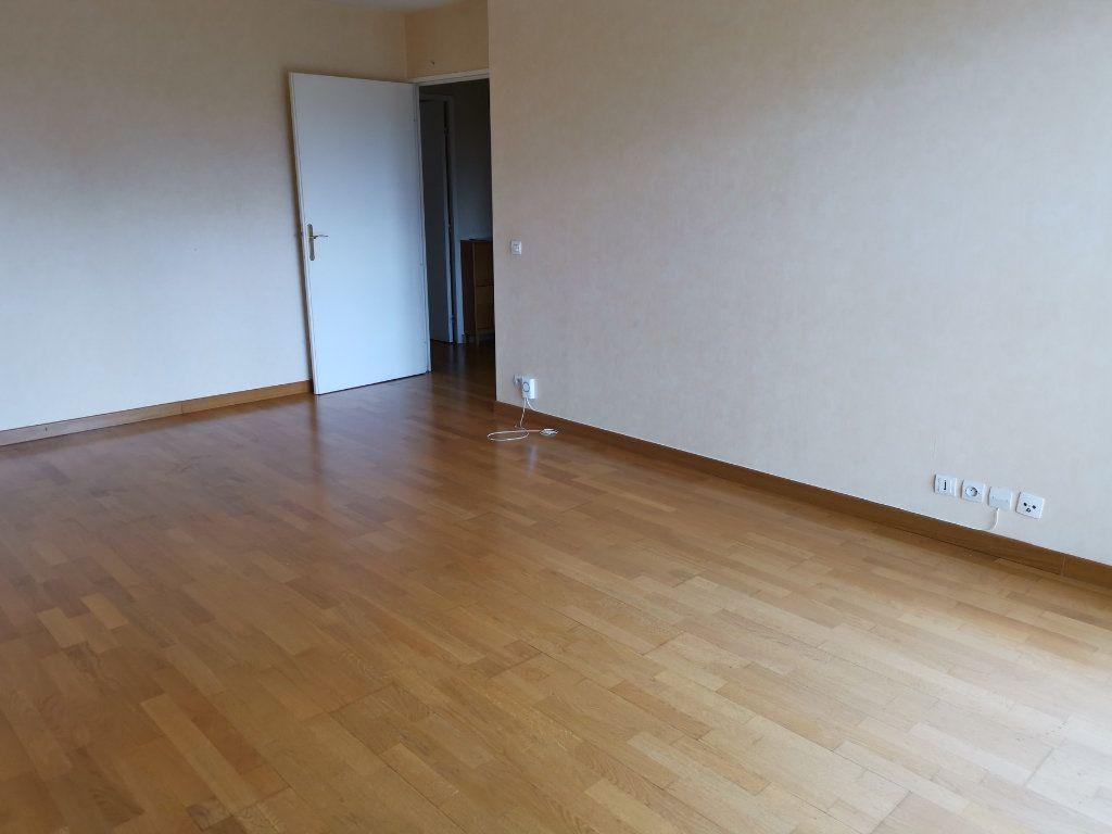 Appartement à louer 3 64.75m2 à Massy vignette-5