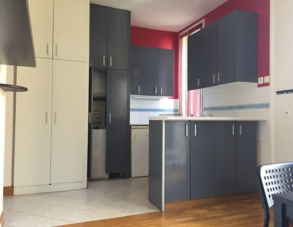 Appartement à louer 2 28.05m2 à Massy vignette-1
