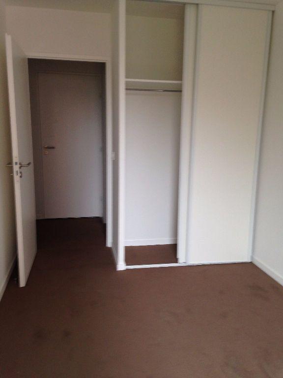 Appartement à louer 3 61.2m2 à Massy vignette-2