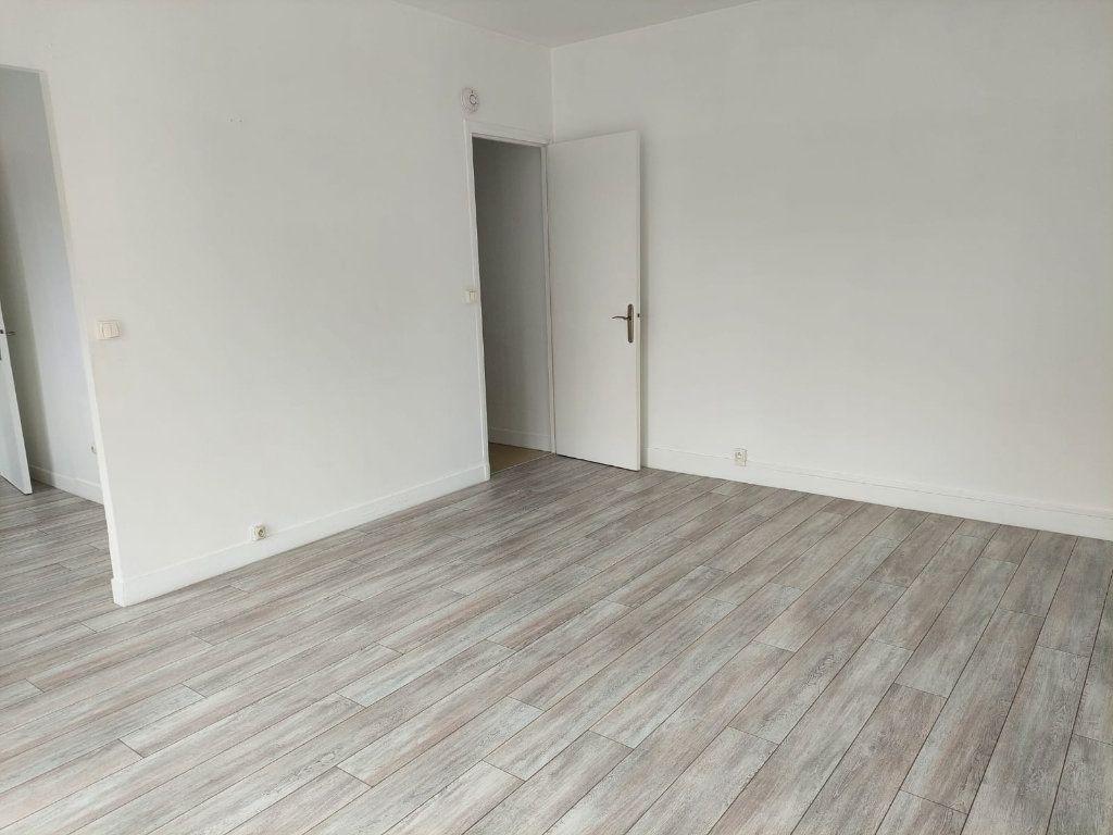 Appartement à louer 2 37.7m2 à Palaiseau vignette-3