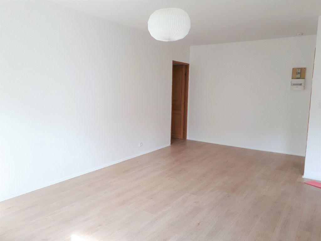 Appartement à louer 3 64.41m2 à Massy vignette-3