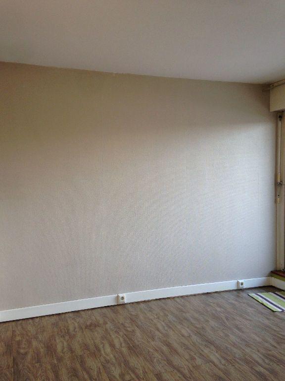 Appartement à louer 1 29.72m2 à Massy vignette-2