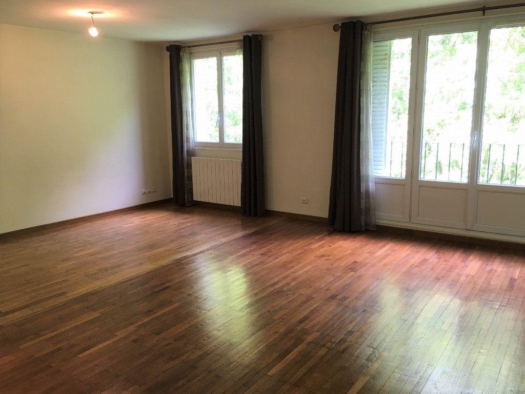Appartement à louer 3 73.6m2 à Massy vignette-3