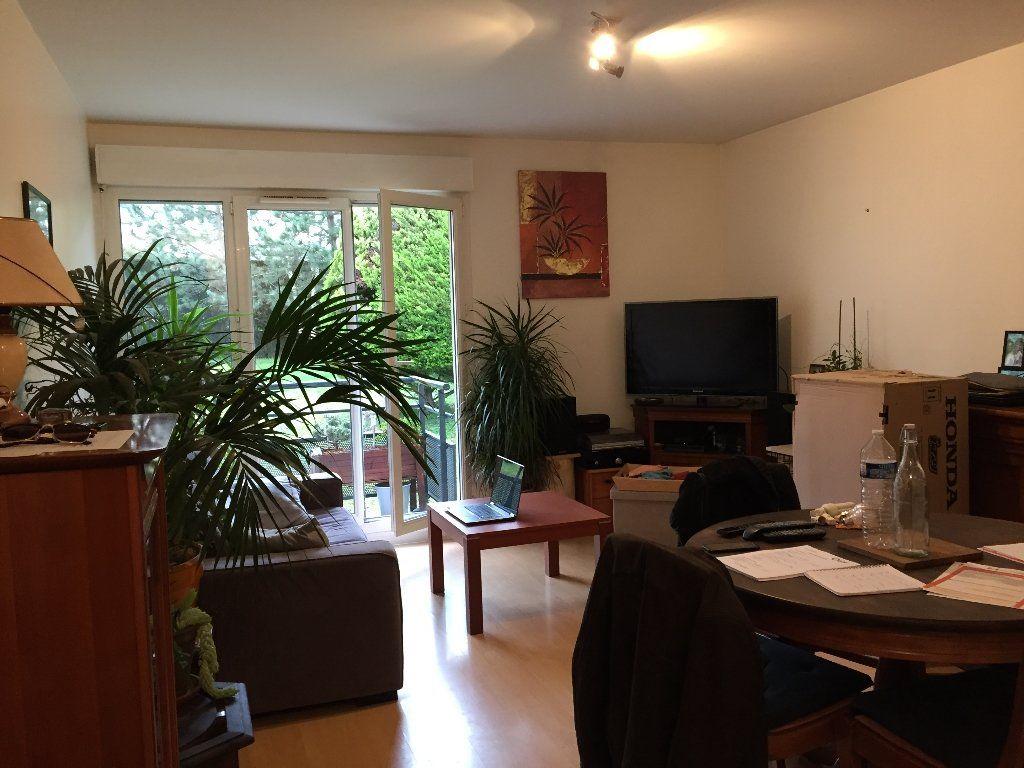 Appartement à louer 3 67.2m2 à Massy vignette-2